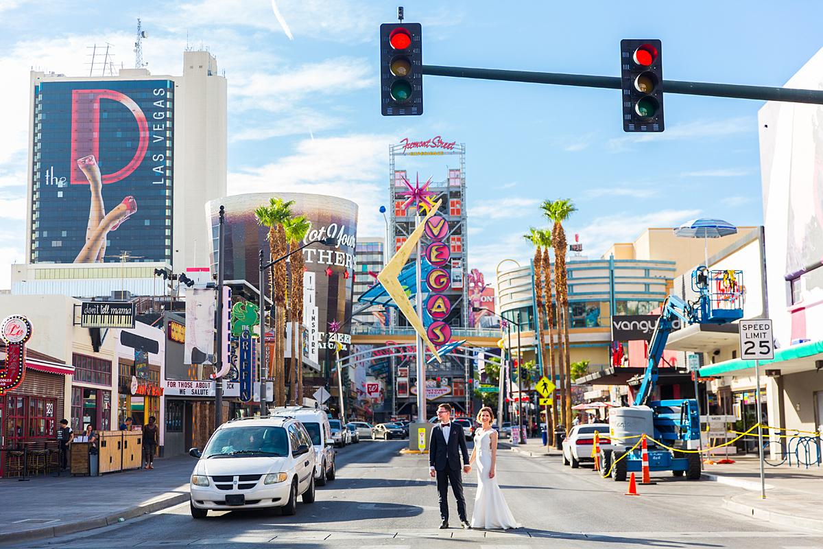 vestuvės Amerikoje, gatvė, vestuvių diena, Las Vegas, usa, jav, neoninės iškabos