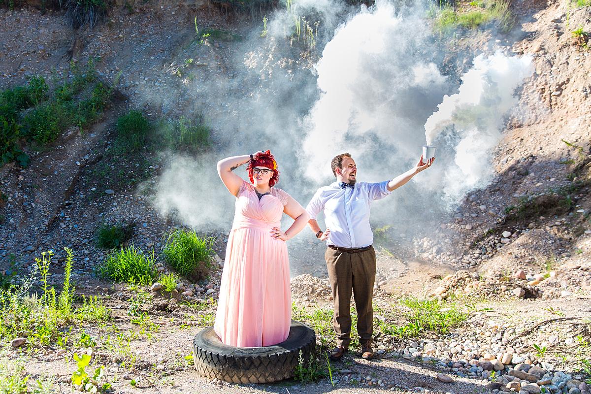 dūmai, vestuvių nuotrauka, išraiškinga, netradicinė nuotrauka, padanga, karjeras