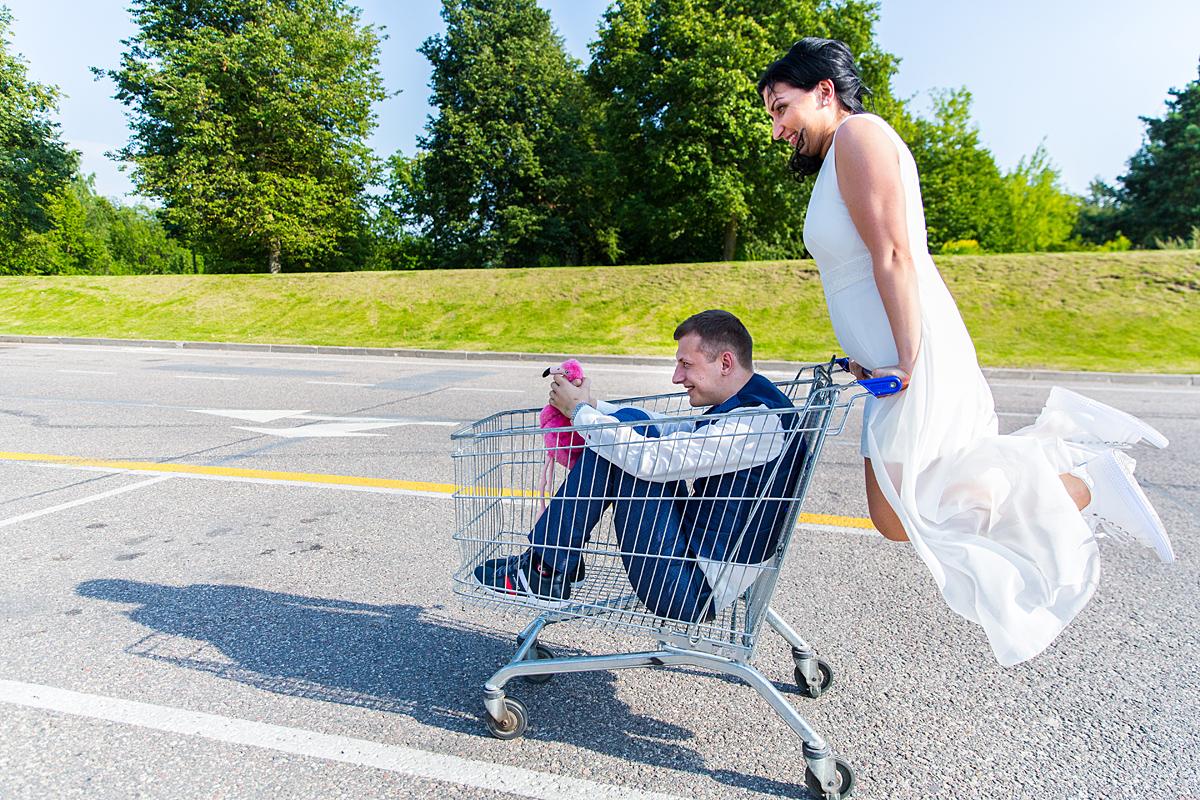 parduotuvės vežimėlis, transporto priemonė, juokinga akimirka, skrendanti jaunoji, flamingas