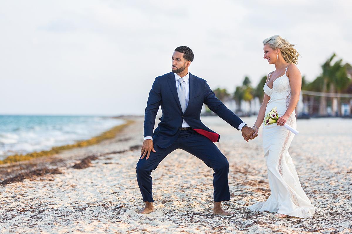 paplūdimys, meksika, smėlis, jaunikio poza, jaunosios juokas, palmės, vėjas