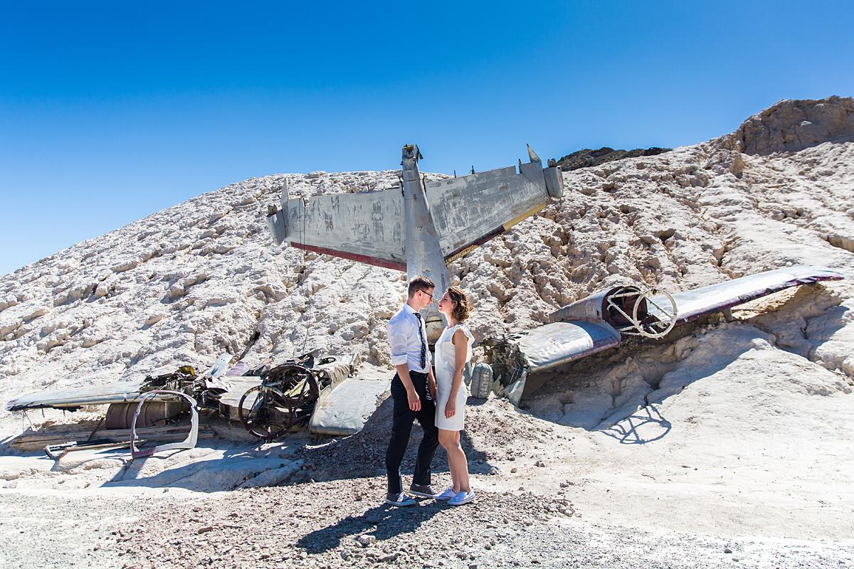sudužęs lėktuvas, dykuma, amerika, karšta, jaunieji, vestuvių amerikoje akimirka
