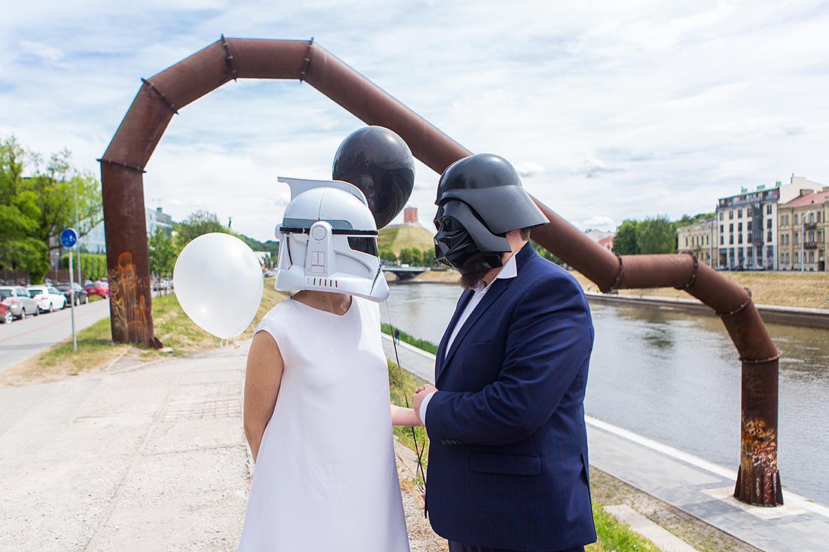 vestuvių nuotrauka, star wars kaukės, netradicinės vestuvės, neris, vamzdis, balionai