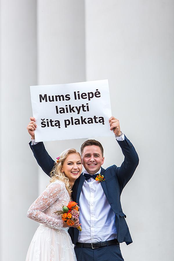 vestuvių plakatas, jaunieji, šypsenos, baltas fonas, iškeltas plakatas, tekstas