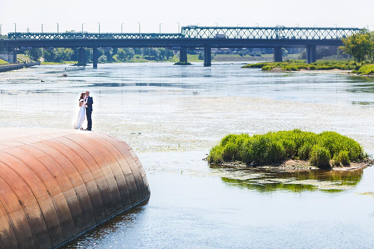 vestuvės Kaune, nemunas, nemuno sala, prie akropolio, vestuvių fotografas Kaune, žalgirio arena