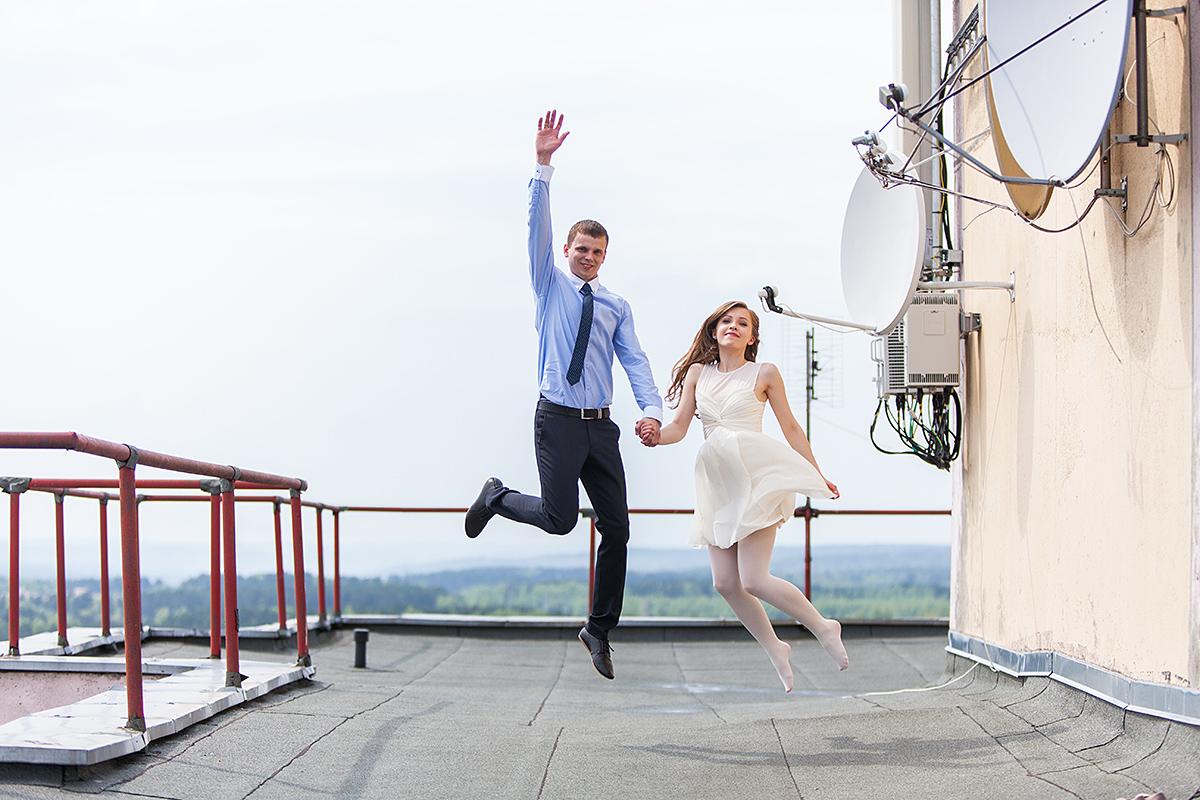 vestuvės ant stogo, lazdynai, vilnius, fotosesija ant stogo, aukštai, panorama, šuolis