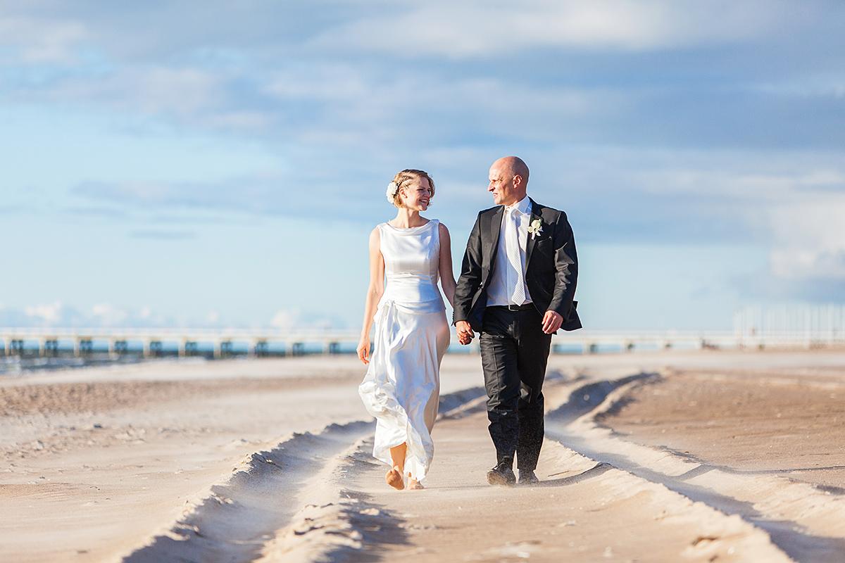pajūrys, palanga, vestuvės prie jūros, vestuvių fotografas palangoje, smėlis, jūra, vėjas
