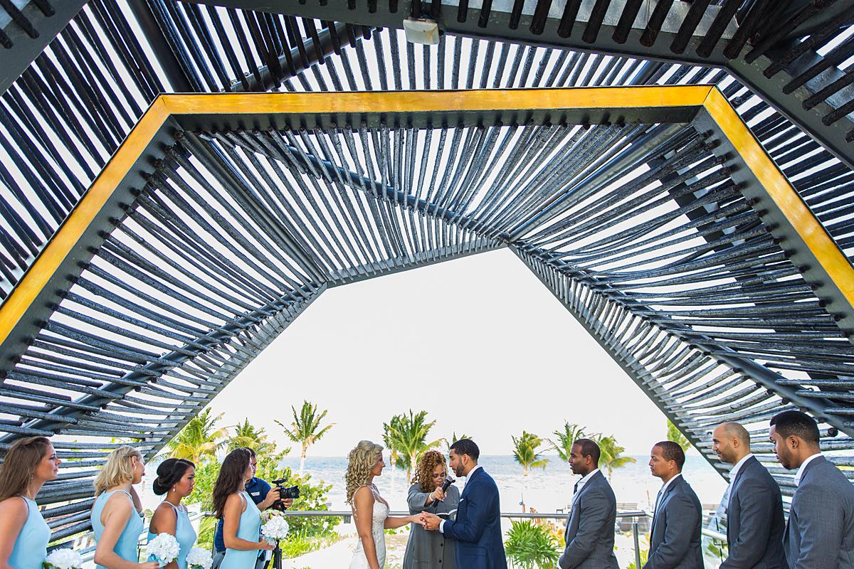 vestuvės Meksikoje, palmės, pajūrys, vestuvių ceremonija, pabroliai, pamergės, priesaika