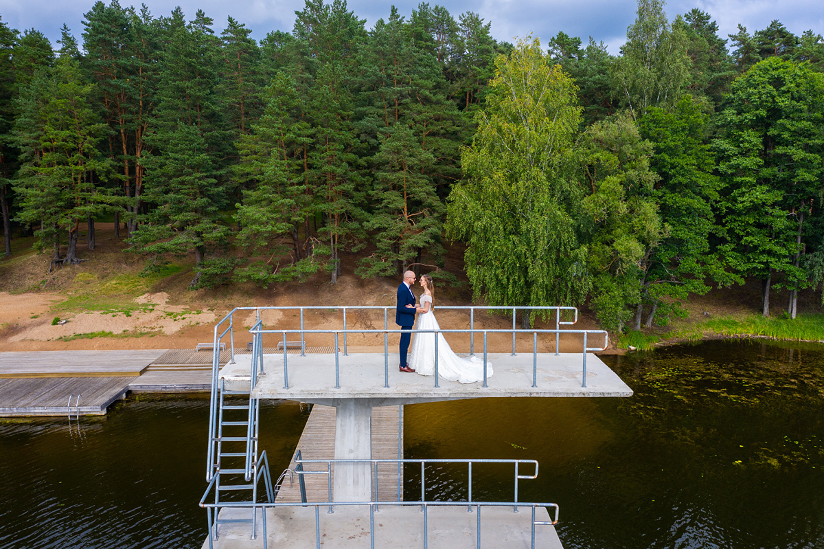 vestuvių fotografas su dronu, vestuvės su dronu, dronas vestuvėse, zarasai, nardymo bokštas