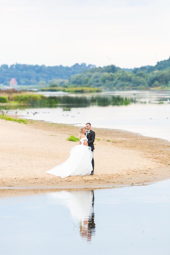 vestuvės prie Nemuno, pliažas, paplūdimys, gamta, vestuvinės nuotraukos