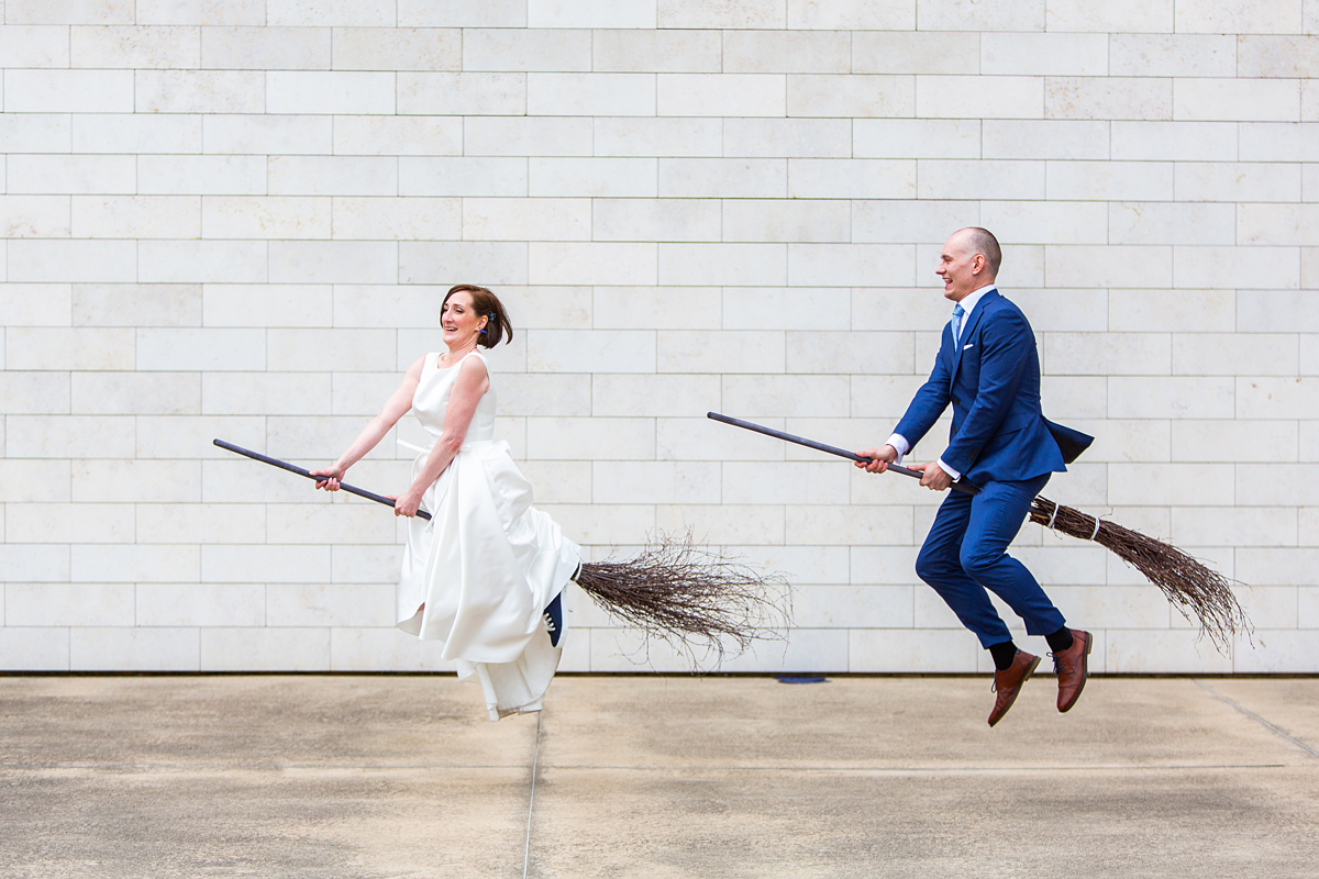 vestuvių fotografas vilniuje, hario poterio scena, crazy idėjos, skrenda ant šluotų
